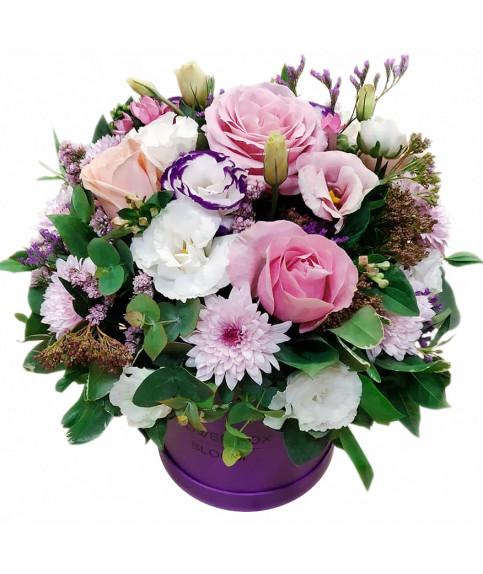 סידור פרחים בקופסא צבעים פסטלי