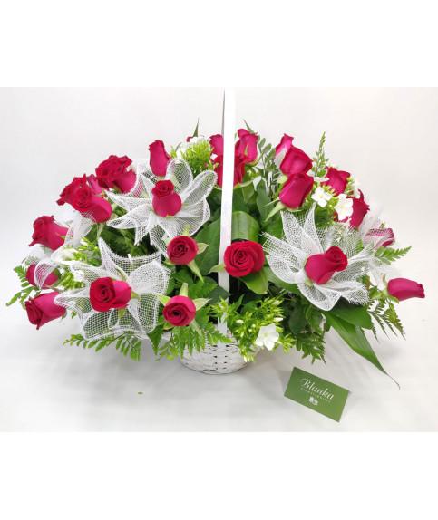 סלסלה ורדים אדומים
