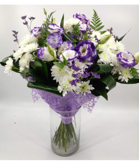 Бело фиолетовый букет