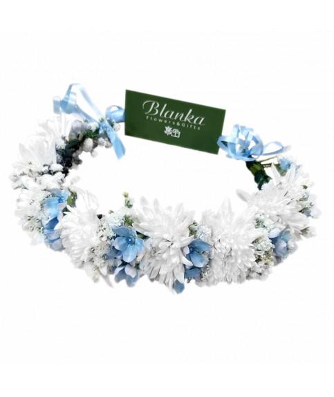 Веночек на голову бело голубой из свежих цветов